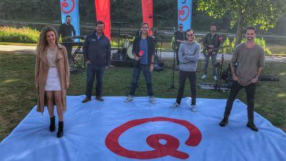 Niet op het strand, wel tussen het groen: Qmusic maakt radio met Q-Hotspot in Maria Hendrikapark