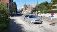 Oeps... Mercedes rijdt zich vast in vers gegoten beton in Lennik