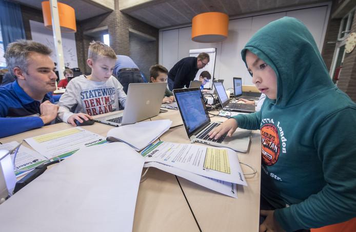 Opperste concentratie, want een digitale kerstkaart maken is niet eenvoudig.