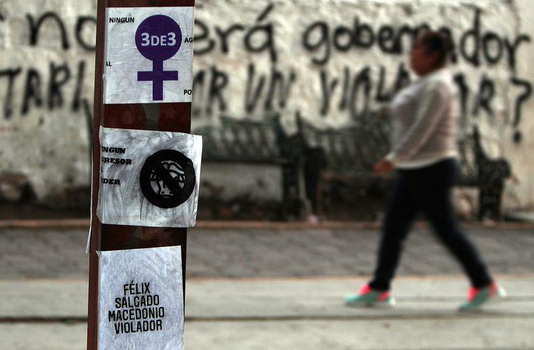 Feministische collectieven beschilderen muren en plakken posters met slogans tegen Félix Salgado Macedonio. Hij is kandidaat-gouverneur van de staat Guerrero en wordt beschuldigd van verkrachting en seksueel misbruik. Beeld EPA