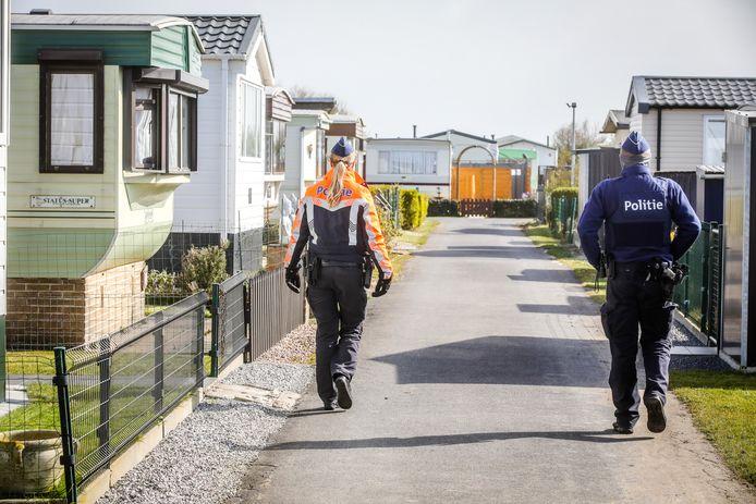 De politie controleerde in De Haan of er tweedeverblijvers op campings aanwezig waren.