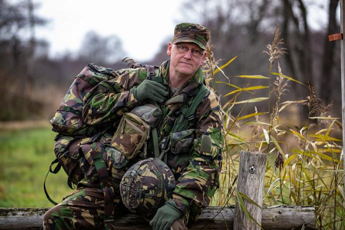 Bert Vosslamber uit Hasselt werkt bij de woningbouwvereniging in Meppel en 'in het weekend' zit hij bij de Nationale Reserve. (