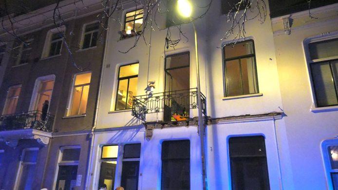 Op de Kastanjelaan is een balkon ingestort met daarop 10 jongeren.
