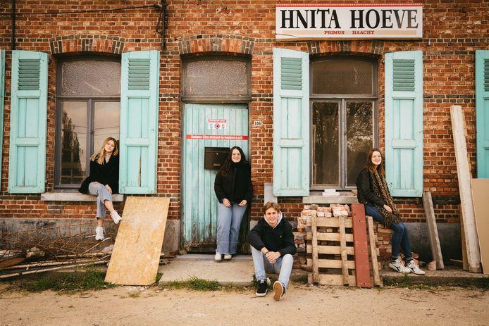 Lauren, Diandra, Cédric en Naima aan de Hnita Jazz Club in de Lostraat