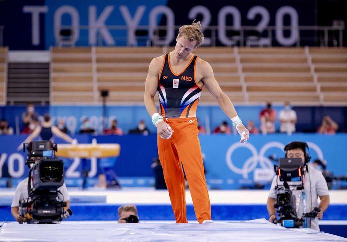Epke Zonderland op de rekstok tijdens de podiumtraining in het Ariake Gymnastic Centre.