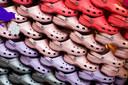 Crocs-schoenen bij de Crocs-winkel in Amsterdam.