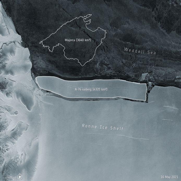 Op satellietbeelden van ESA is te zien dat de ijsberg A-76 is afgescheurd van de ijsplaat bij Antarctica.