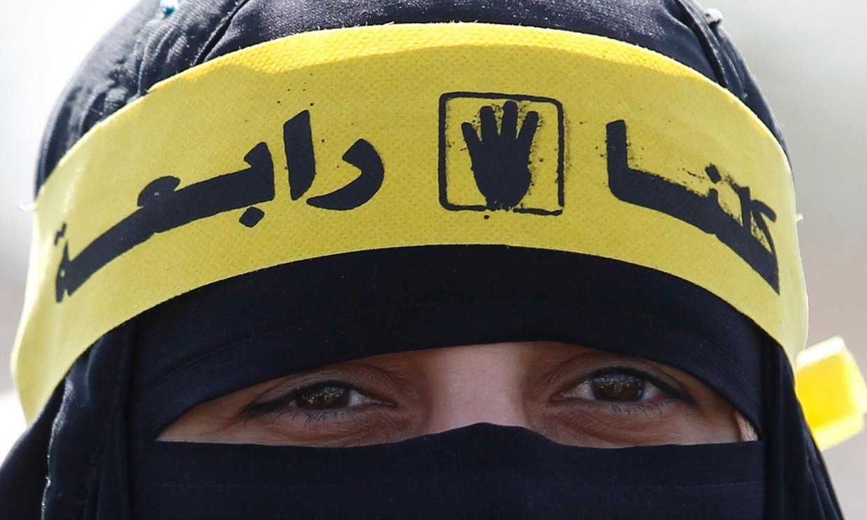 Een aanhanger van de moslimbroederschap in Egypte. Beeld REUTERS