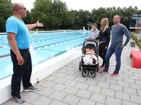 Openluchtbaden beperkt open in Terneuzen, fanatieke banenzwemmers grijpen hun kans, 'hoera, we mogen weer!'
