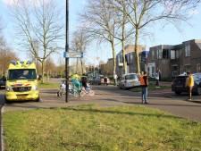 Kind op fietsje geschept door auto in Apeldoorn: slachtoffer naar ziekenhuis