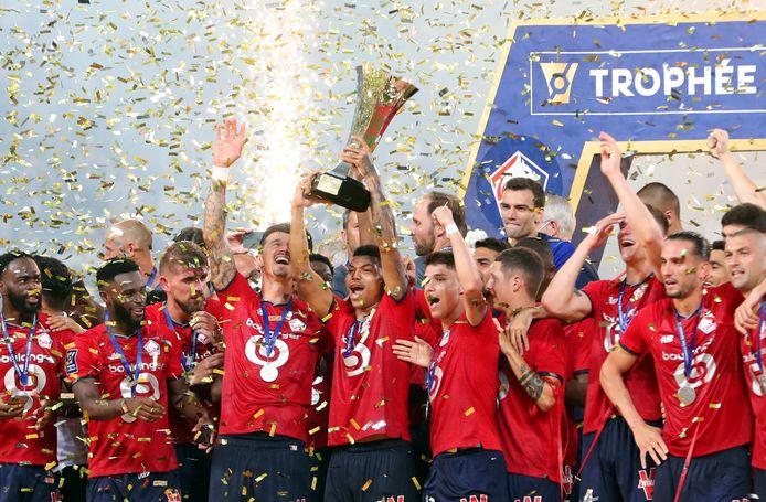 Lille showt de 'Trophee des Champions'. Derde van rechts Sven Botman.