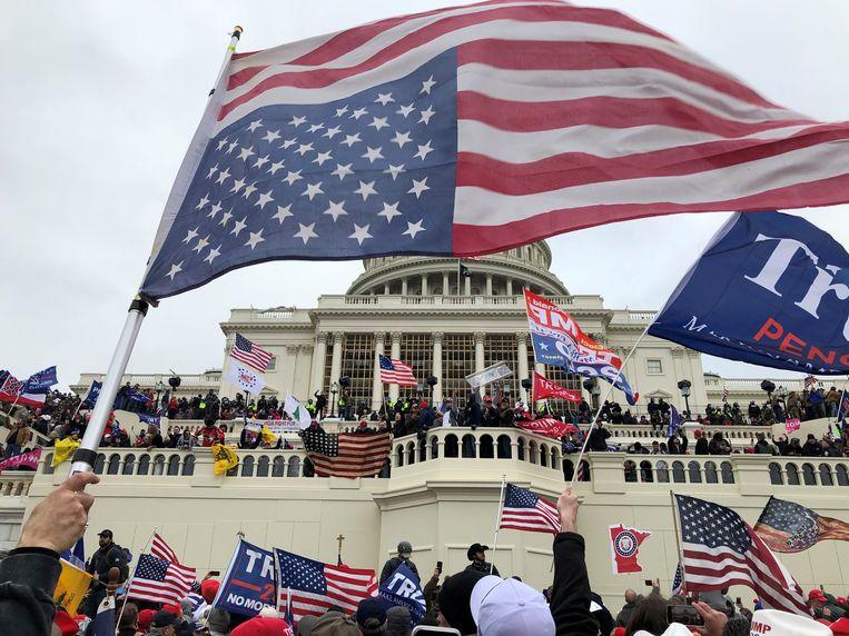 Trump-aanhangers bezetten het Capitool.  Beeld Reuters