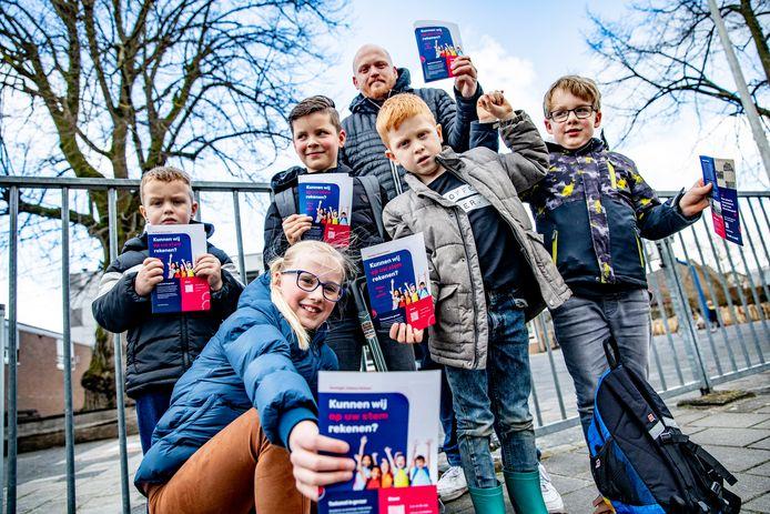 Klaas Kuperus, vader van twee kinderen op de Koningin Juliana School, stelde alles in het werk om de sluiting tegen te houden. Toch mocht het niet baten: de PCBO ziet te weinig perspectief op verbetering.