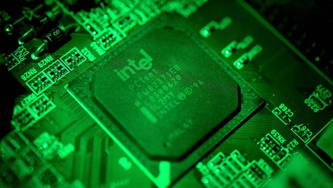 """Topman Intel waarschuwt dat """"ergste hinder chiptekort nog moet komen"""""""