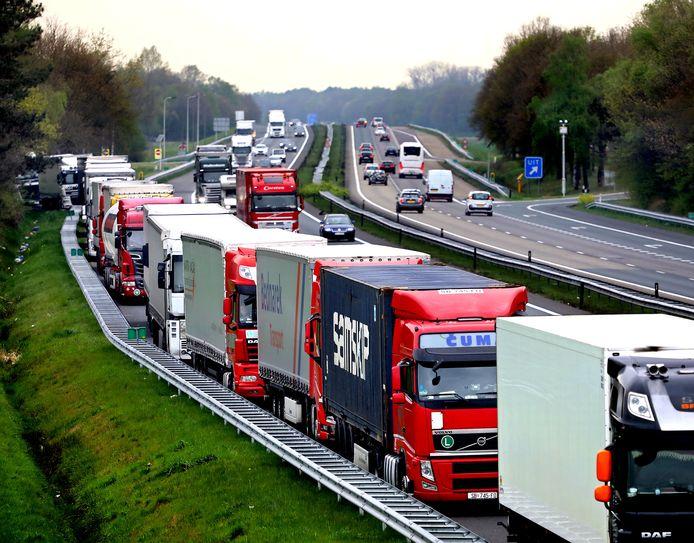 Foutparkeren is erg populair op de vluchtstrook van de A67. In de nacht van donderdag op vrijdag eiste het een leven.