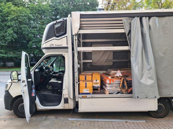 In de vrachtwagen stonden zes dozen die gevuld waren met samengeperste heroïne.