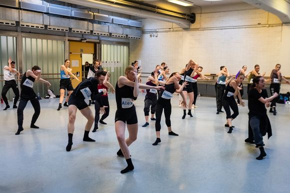 In de balletschool aan de Antwerpse Meistraat knokten dansers en ballerina's uit binnen- en buitenland voor een van de twintig dure plekjes bij het Junior Ballet Antwerp.