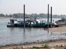 Gelderse veerponten kampen met overlast door droogte: 'Ik bid elke dag voor regen'