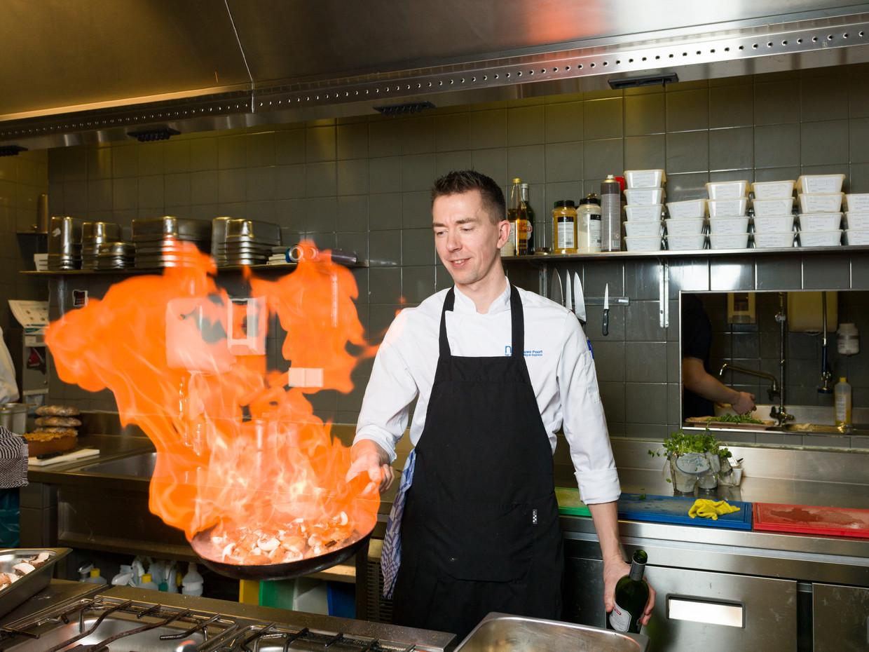 De Nieuwe Poort is een restaurant en een 'sociale werkplaats' aan de Zuidas in Amsterdam. Het werd in 2012 opgericht door Ruben van Zwieten. Beeld Ivo van der Bent