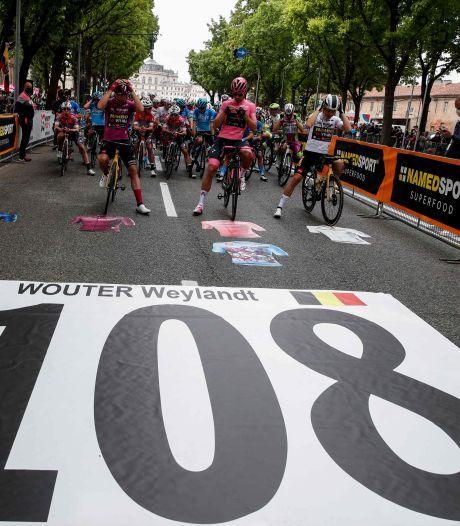 Giro-peloton herdenkt Wouter Weylandt met minuut stilte op zijn sterfdag