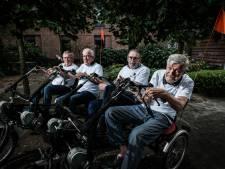 Ouderen met Parkinson fietsen 50 kilometer voor het goede doel: 'De Alpe d'Huez is wat te hoog gegrepen'