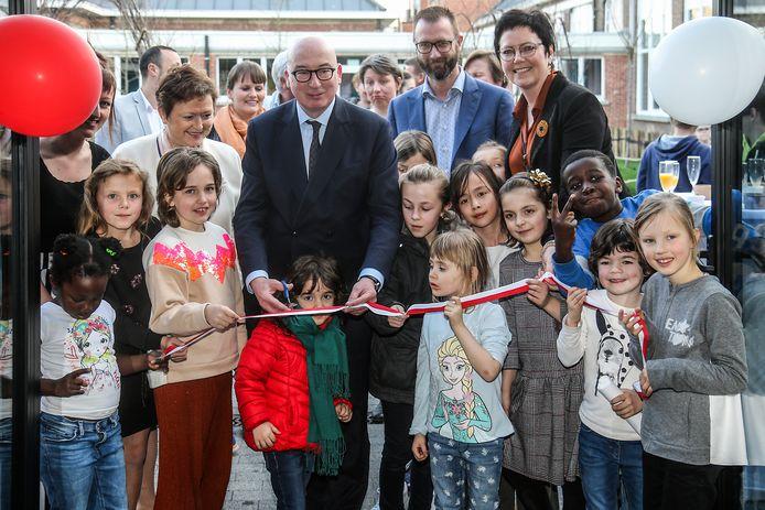 Bij wijze van officiële opening werd aan de IBO het lintje doorgeknipt. Daarna zorgden de kinderen zelf voor rondleidingen.