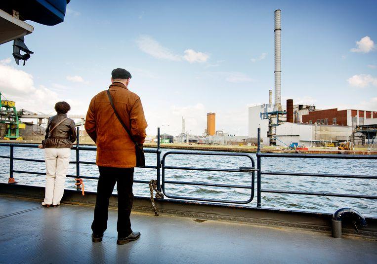 Rondvaarttocht op het kanaal Gent - Terneuzen.   Beeld Jiri Buller / de Volkskrant