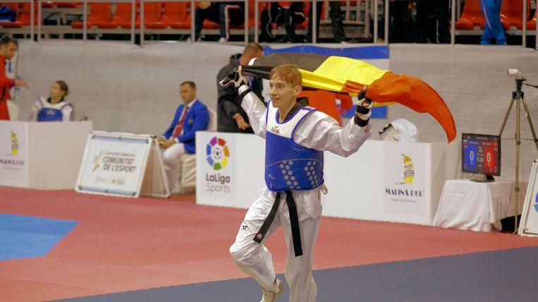 Bjarne Viskens viert fier de Europese titel met onze nationale driekleur