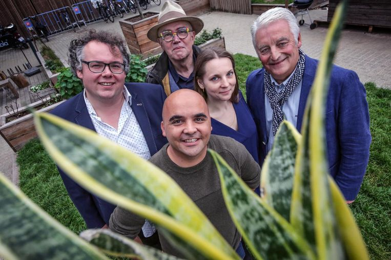 Philippe Avijn (rechts), hier samen op de foto met Matti Vandemaele, Bart Caron, David Wemel en Alexandra Gjurova, die Groen verliet.