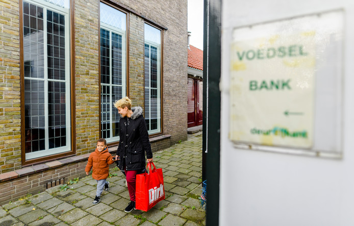 Bij de voedselbank in Rotterdam. Die zal blijven bestaan totdat iemand een einde maakt aan armoede.