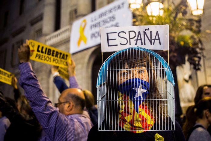 In Catalonië wordt al jarenlang met de regelmaat van de klok geprotesteerd tegen de opsluiting van de politieke gevangenen.