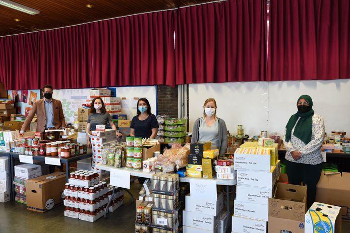 De voedselpakketten werden onder 170 gezinnen verdeeld