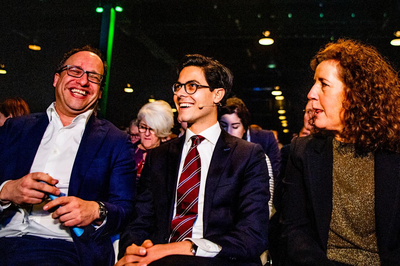 Fractieleider Rob Jetten (midden) en Onderwijsminister Ingrid van Engelshoven (rechts) lieten eerder al weten met de omstreden renteverhoging op studieleningen in de maag te zitten. Nu keert ook het D66-congres zich tegen de maatregel.