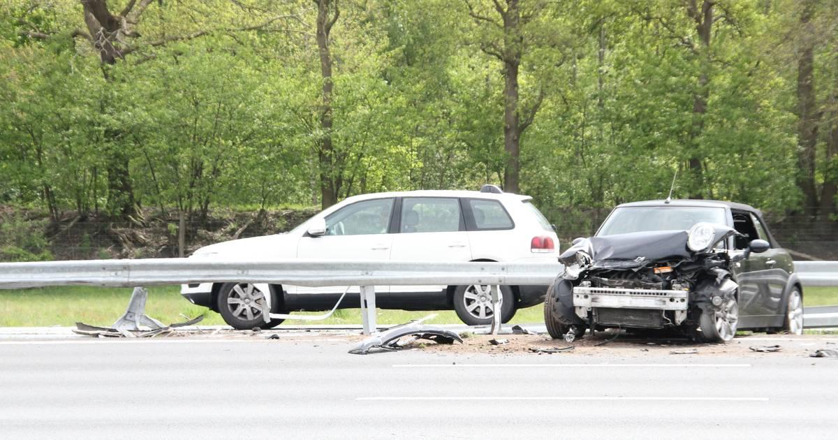 Ongeluk met 3 autos op A1 bij Bathmen, vrijdagmiddagfile vanaf Rijssen.