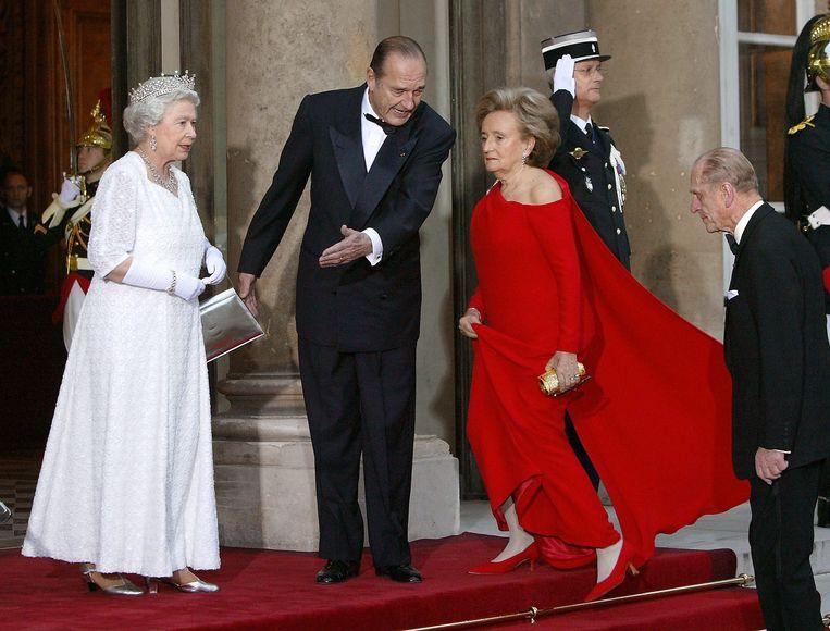 Jacques Chirac op bezoek bij de Queen in 2004. Beeld AFP