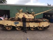 Deze Brabantse vlogger vervangt motorolie door stroop en blaast een tank na 29 jaar nieuw leven in. Hij heeft al 800.000 volgers