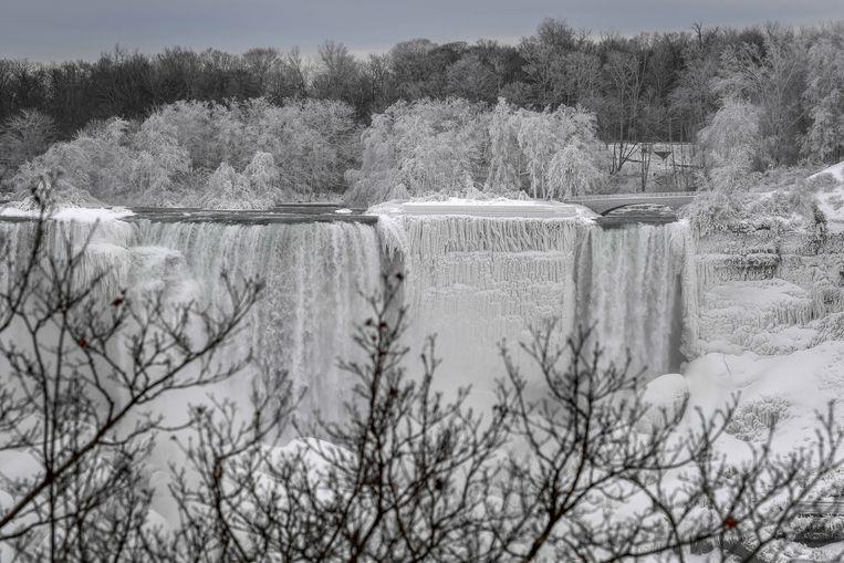 Water flows around ice, formed around Niagara Falls due to subzero temperatures in Niagara Falls, Ontario, Canada, January 22, 2019.  REUTERS/Moe Doiron Beeld REUTERS