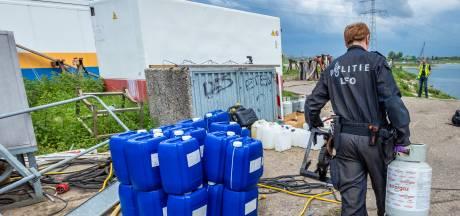 Eigenaar werf schrikt zich rot van vondst drugslab: 'Ik werd gebeld: Ze rammen de poort door'