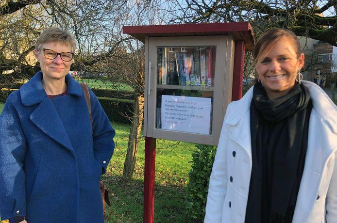 Burgemeester Marianne Verhaert huldigde de boekenruilkasten in.
