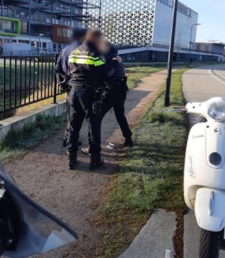 Snelheidsduivel op snorfiets in Zwolle stond stijf van de drugs