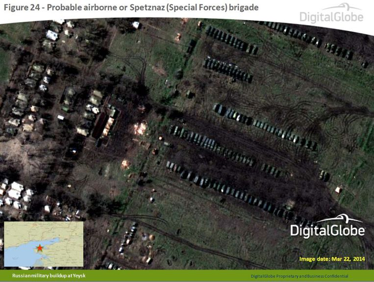 De foto's die volgens de NAVO eind maart zijn genomen door het bedrijf DigitalGlobe. Beeld ap