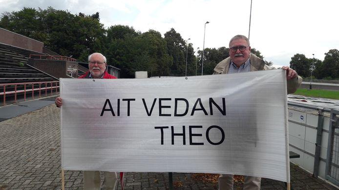 Wim Sanders uit Vorden (rechts) en Henk Visscher uit Eefde zijn helemnaal naar Limburg gekomen om hun vriend Theo aan te moedigen.Ait vedan betekent altijd doorgaan.