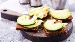 """Diëtist neemt 'gezonde' ontbijtgewoontes onder de loep: """"Donker brood is vaak gemaakt van witte bloem"""""""