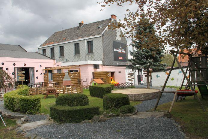De tuin van muziekcafe Den Toerist in Meulebeke is helemaal klaar voor de heropening van de horeca.