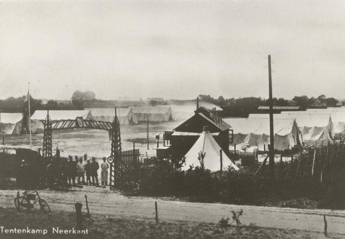 Een tentenkamp in het buitengebied van Neerkant.
