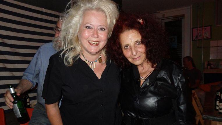 De dichters Diana Ozon (l) en Louise Landes Levi, ook on stage Beeld Hans van der Beek