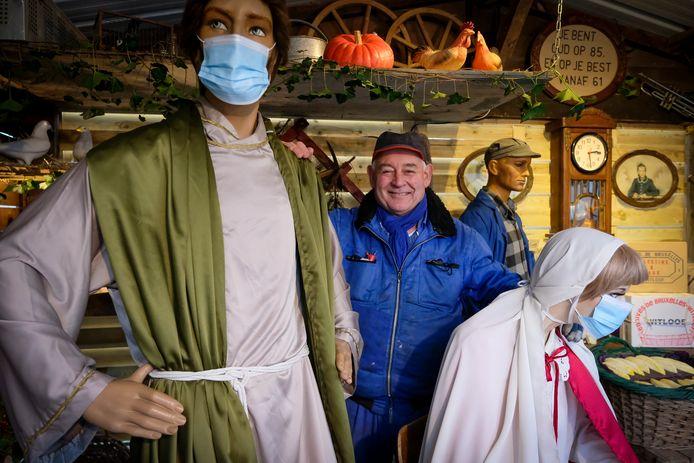 Roland Kempeneers is terecht fier op zijn 27ste kerststal in de Mulslaan in Steenokkerzeel.