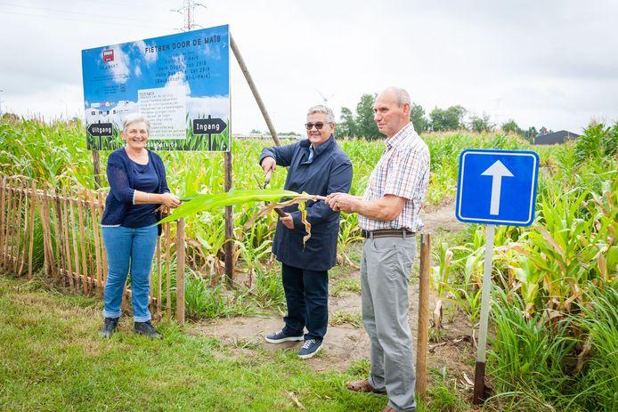 Burgemeester Steven Vandeput huldigde de 'Fietsen door de maïs'-route zondagochtend in.