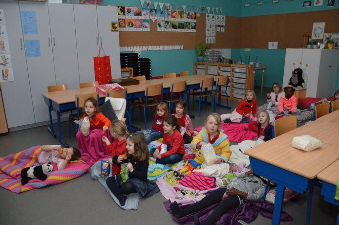 Rode Neuzen Dag in basisschool 't Landuiterke in Denderleeuw, waar er een filmavond, Rode Neuzen-bar en bingospel was.