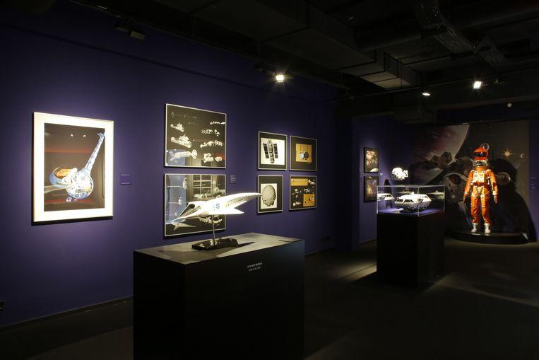 Schaalmodellen van de 'Spaceplane' die de toenmalige luchtvaartmaatschappij Pan Am volgens de visie van de film in 2001 mensen naar de ruimte zou brengen (in werkelijkheid ging het bedrijf in 1991 failliet). Verderop een schaalmodel van de 'Moonbus' en van de 'EVA Pod', waarmee Bowman zijn laatste trip van de film zal maken. Beeld Uwe Dettmar/ Deutsches Filminstitut